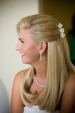 bride-with-half-up-half-down-hair-and-flower-clip