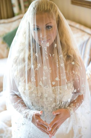 bride-wearing-veil-over-her-face-with-flowers