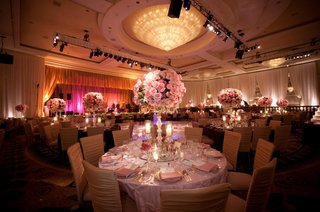 four-seasons-ballroom-chandelier-and-flowers