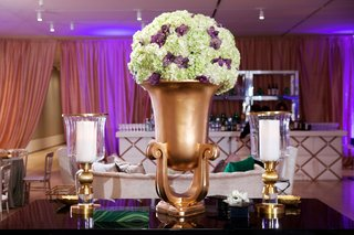 wedding-lounge-area-with-a-gold-urn-full-of-green-and-purple-flowers