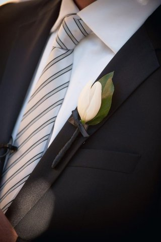 grooms-lapel-with-white-tulip-boutonniere-and-leaf