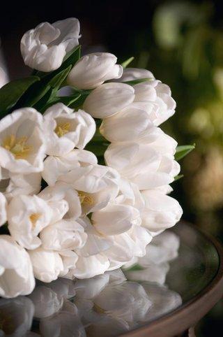 white-tulip-flower-arrangement-bridal-bouquet