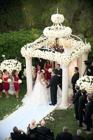 birds-eye-view-of-alfresco-garden-wedding