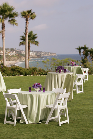 cocktail-tables-on-grass-in-front-of-ocean