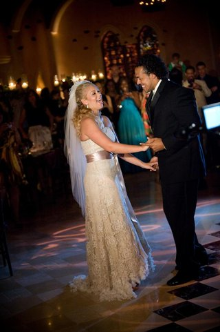 nicholas-barnett-and-wifes-first-dance-at-wedding