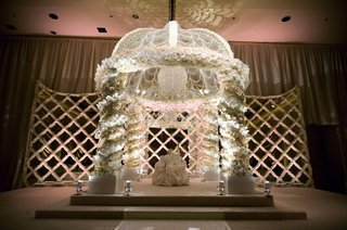 mirror-wall-and-white-flower-wedding-canopy