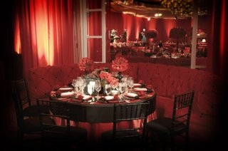 black-chairs-and-red-tufted-banquette