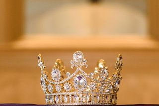jadore-fashions-golden-crown-with-crystal-stones-crown-for-wedding-day-royal-wedding