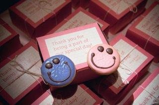 smile-emoji-emoticon-wedding-favor-cookies