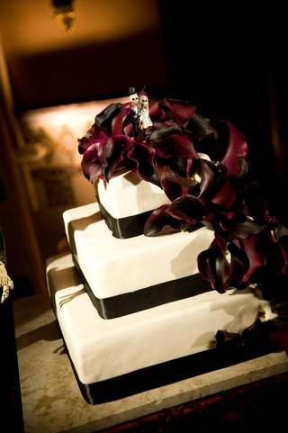 dark-mexico-inspired-wedding-cake-dead-dolls