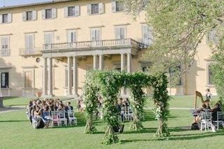 wedding-ceremony-florence-italy-villa-estate-venue-outdoor-ceremony-destination-wedding