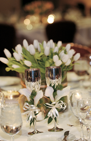 white-table-linens-and-centerpiece-with-silver-goblets