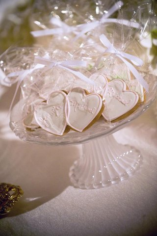 heart-shaped-cookies-wrapped-in-clear-bags