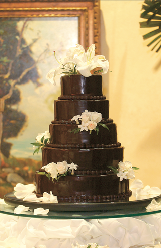dark-chocolate-wedding-confection-with-white-flowers