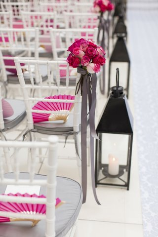 white-ceremony-aisle-with-black-lanterns-and-roses