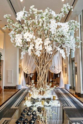 escort-card-table-with-gold-branches-crystals-white-orchids-and-flowers-black-escort-cards-roses