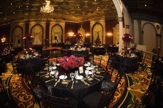 wedding-reception-with-black-and-red-decor-at-the-gold-room-of-the-millennium-biltmore-hotel