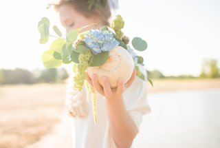 spiral-chambered-nautilus-shell-with-blue-hydrangeas-eucalyptus-and-green-amaranthus
