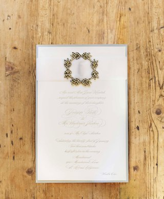 winter-wedding-invitation-with-metallic-script-white-ribbon-and-wreath-brooch-detail