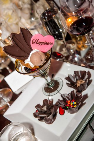 wedding-dessert-chocolate-plate-martini-glass-with-mousse-oreo-m-ms-cookie-dough-in-chocolate-cup
