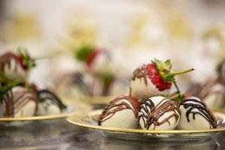 wedding-dessert-vow-renewal-ideas-chocolate-covered-strawberries-white-chocolate-dark-and-milk