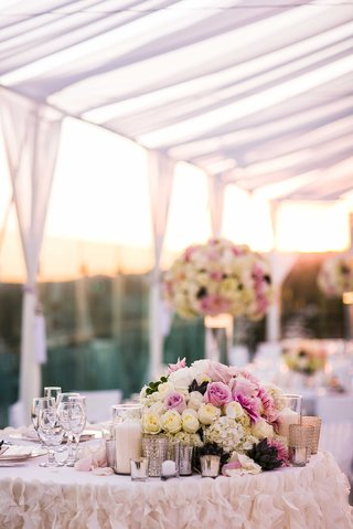 bride-and-grooms-sweetheart-table-with-ruffle-linen-and-low-centerpiece-of-pink-and-white-roses