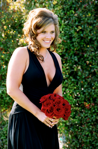 black-bridesmaid-dress-and-red-rose-bouquet