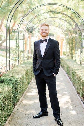 groom-in-hugo-boss-tuxedo-calamigos-ranch-wedding-outdoor-groom-portait