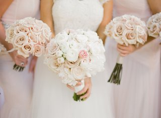 brides-bouquet-of-white-and-light-pink-flowers-and-bridesmaids-bouquets-of-pale-pink-roses