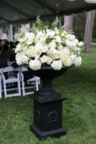 white-cream-and-blush-flowers-for-ceremony