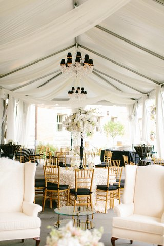 gold-chiavari-chairs-with-black-bushions-crystal-chandeliers-with-black-lampshades
