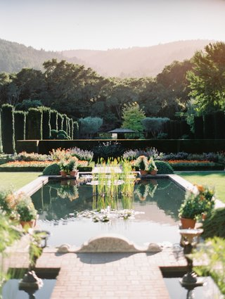 wedding-at-filoli-garden-wedding-location-pond-in-garden-estate