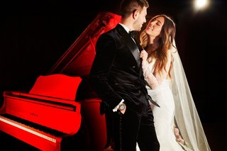 bride-in-vera-wang-wedding-dress-and-veil-groom-in-tuxedo-chicago-wedding-red-piano-at-club