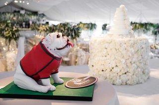 wedding-cake-stage-on-grooms-cake-bulldog-mascot-for-university-of-georgia