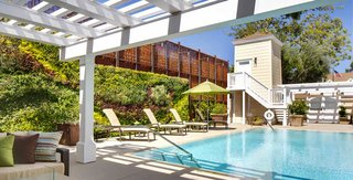 infinity-edge-pool-at-fess-parker-wine-country-inn