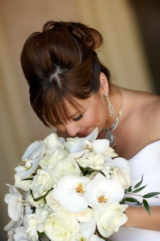 bride-smelling-ivory-flowers-on-wedding-day