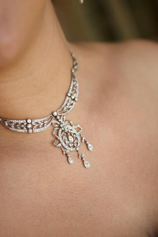 bride-wearing-structured-diamond-necklace