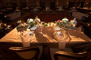 sweetheart-table-dark-room-lots-of-candles