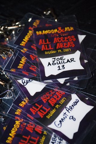 wedding-reception-seating-cards-that-resembled-all-access-concert-passes