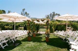 outdoor-wedding-on-grass-in-ojai-california