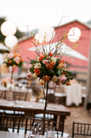 outdoor-rustic-barn-wedding-flower-centerpiece