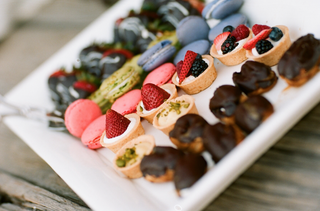 pistachio-and-mixed-berry-tarts-at-wedding-reception