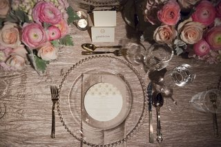 beaded-charger-plate-and-round-menu-card