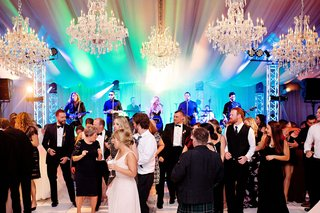 wedding-reception-entertainment-crystal-chandelier-light-show-live-band-on-stage-wedding-reception