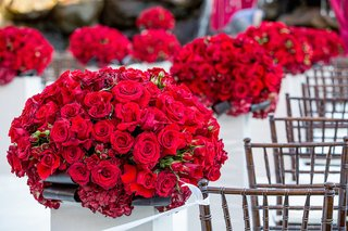 crimson-roses-and-hydrangeas-on-white-pedestals