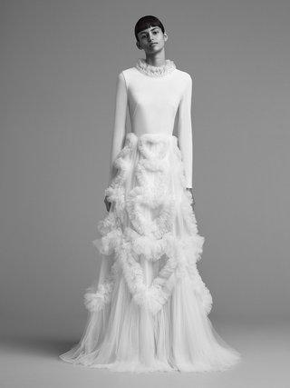 viktor-and-rolf-mariage-fall-winter-2018-wedding-dress-long-sleeve-heart-shape-tulle-skirt-gown