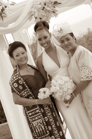 black-and-white-photo-of-mother-of-the-bride