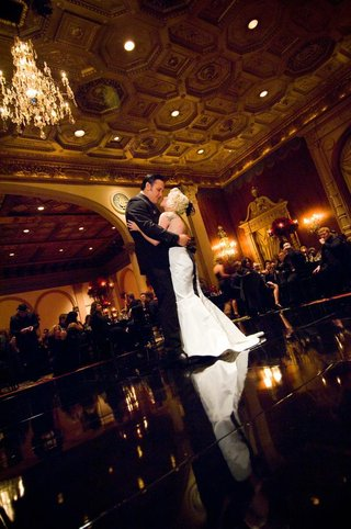 brandon-saller-drummer-of-atreyu-dances-first-dance-with-his-bride