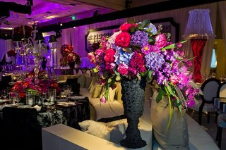 black-textured-vase-with-bold-color-flowers-at-wedding