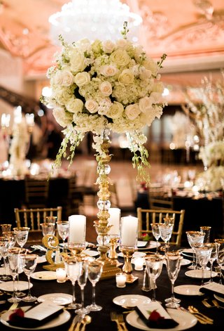 san-francisco-giants-joe-panik-wedding-centerpiece-with-roses-and-hydrangeas-gold-and-crystal